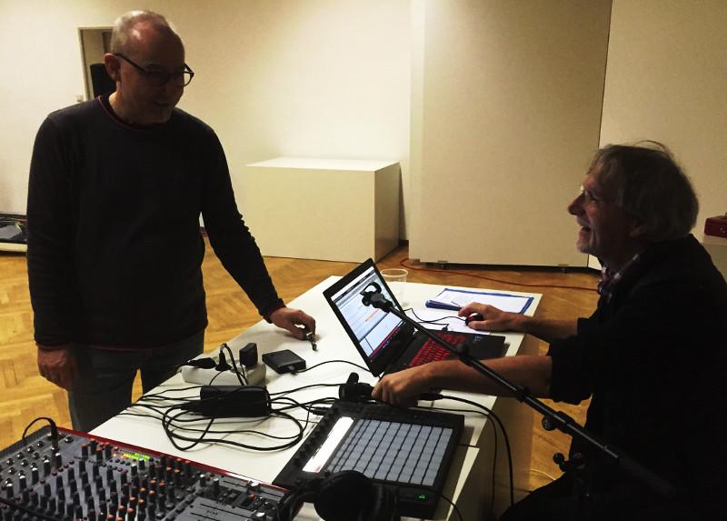 Erleichterung bei Gerd, nachdem ein kaputter USB-Hub als Störenfried entdeckt worden war; Peter freut sich natürlich auch