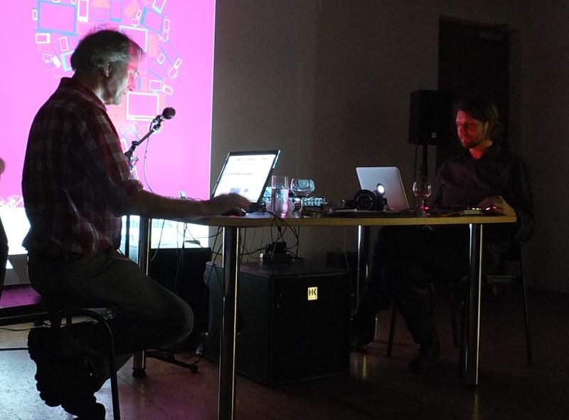 Gerd (links) und Tobias (rechts) während der Performance